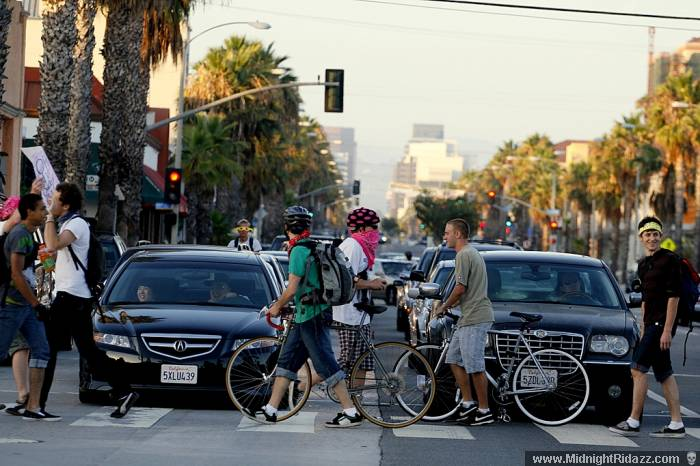 Cyclists gone pedestrian walk across Wilshire Blvd, photo by Richie Thomassen
